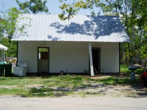 Roubion Shoring is raising a house in Mandeville - Louisiana